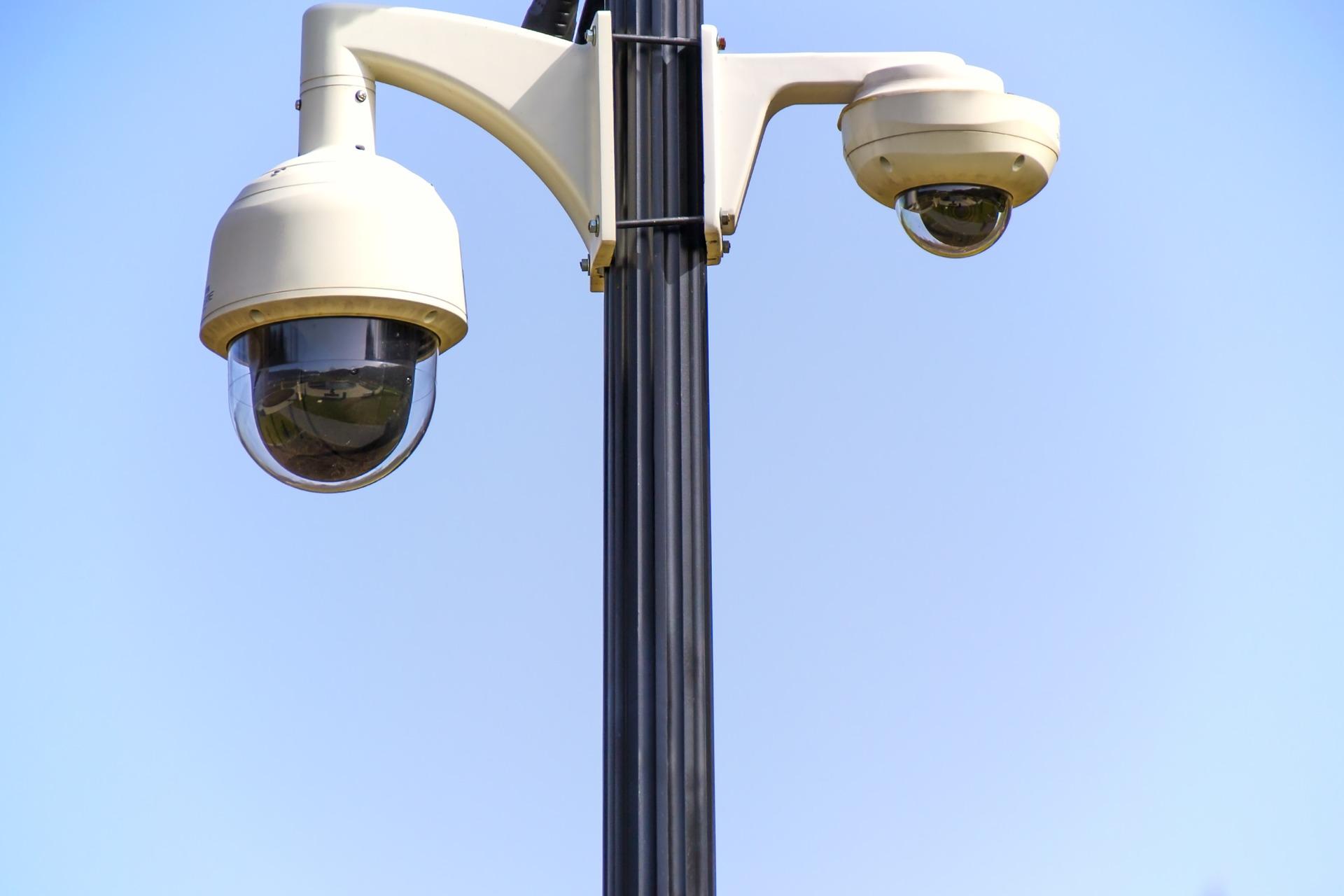legislation et normes pour surveillance de batiments